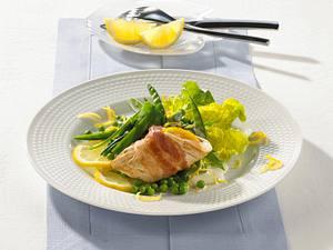 Zander im Speckmantel mit Zuckerschoten-Erbsen-Salat Rezept