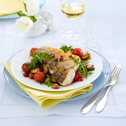Zanderfilet auf Champignon-Rauke-Gemüse und geschmolzenen Tomaten Rezept
