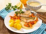 Zanderfilet mit Petersilie-Möhren und Senfsoße Rezept