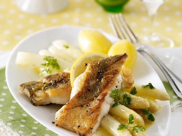 Zanderfilet zu weißem Spargel mit Kerbel-Zitronen-Butter Rezept