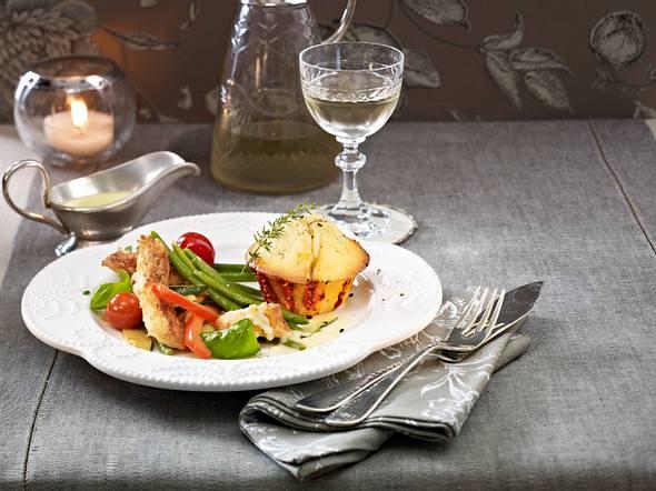 Ziegenkäse-Muffin zu Fischfilet auf Gemüsesalat Rezept