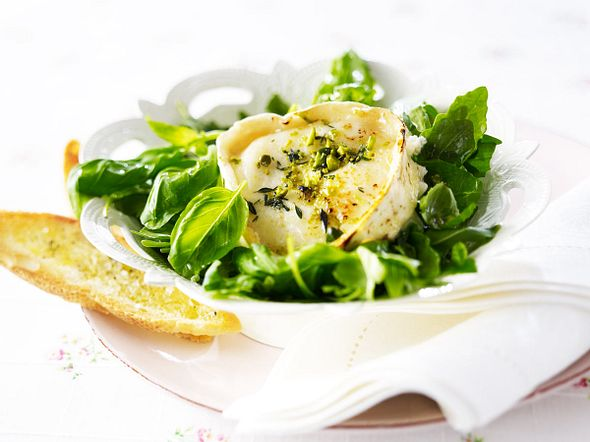 Ziegenkäse auf Basilikum-Rucola-Salat Rezept