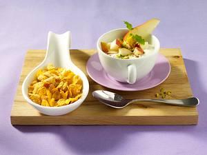 Zimt-Joghurt mit Birnenwürfeln und Pistazien zu Cornflakes Rezept
