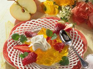 Zitronen-Apfelgelee mit frischen Erdbeeren Rezept