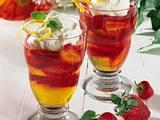 Zitronen-Götterspeise mit Erdbeeren Rezept