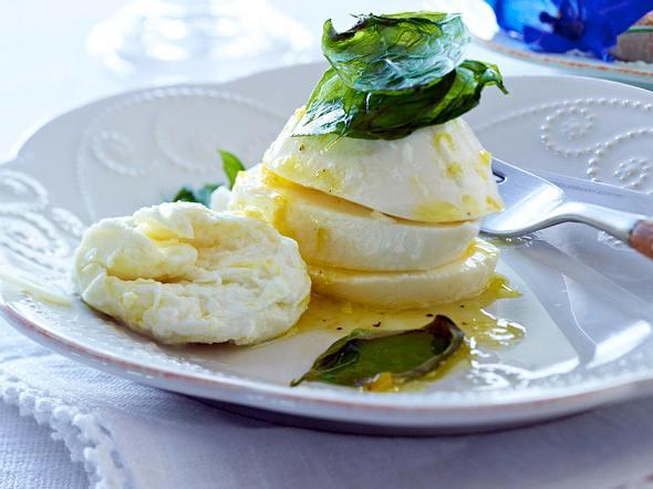 Zitronen-Mozzarella und gebratenes Basilikum Rezept