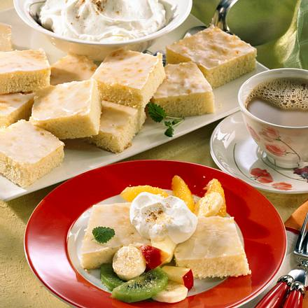 Zitronenkuchen mit Obstsalat (Becherkuchen) Rezept