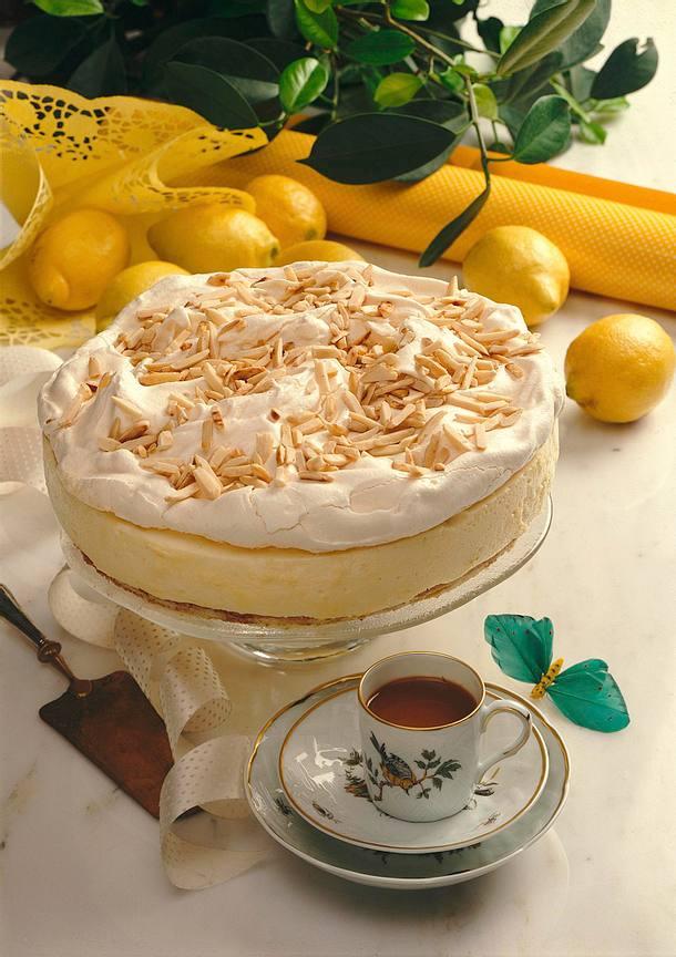 Zitronentorte mit Mandelbaiserhaube Rezept