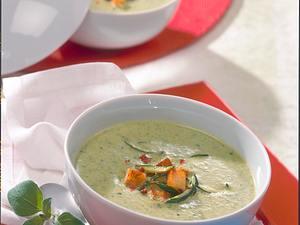 Zucchini-Cremesuppe mit Croûtons Rezept