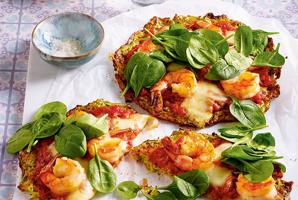 Zucchini-Crust-Pizza mit Knoblauchgarnelen Rezept