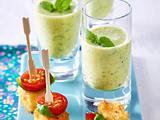 Zucchini-Lassi und panierte Fetawürfel mit Kirschtomaten und Basilikum Rezept