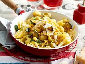 Zucchini-Mais-Nudeln Rezept