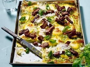 Zucchini-Pizza mit Steakstreifen Rezept