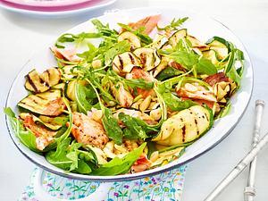 Zucchini-Salat mit Lachs Rezept