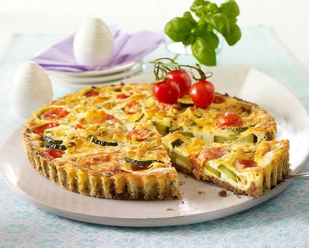 Zucchini-Tomaten-Quiche mit Pumpernickelboden Rezept