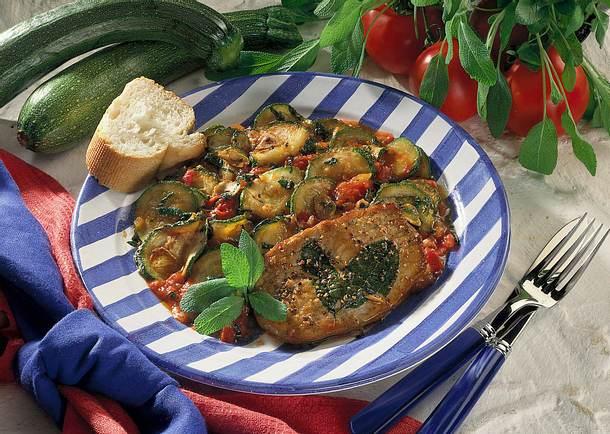 Zucchini-Tomatengemüse mit Salbeischnitzel Rezept
