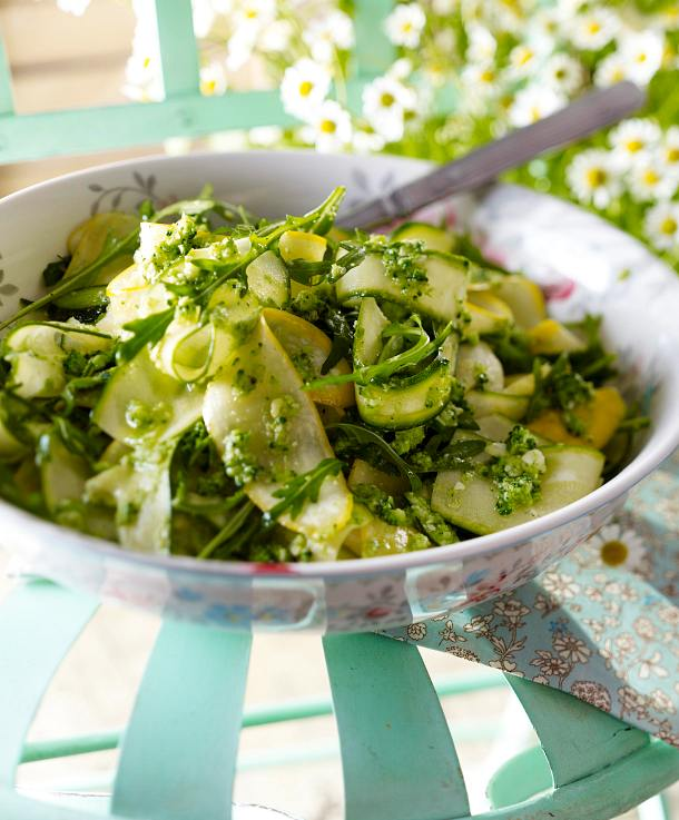 zucchinisalat und brokkoli pesto rezept lecker. Black Bedroom Furniture Sets. Home Design Ideas