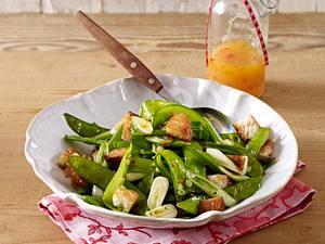 Zuckerschoten-Salat mit Croûtons und Chili-Vinaigrette Rezept