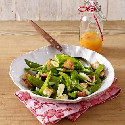 zuckerschoten salat mit cro tons und chili vinaigrette rezept lecker. Black Bedroom Furniture Sets. Home Design Ideas