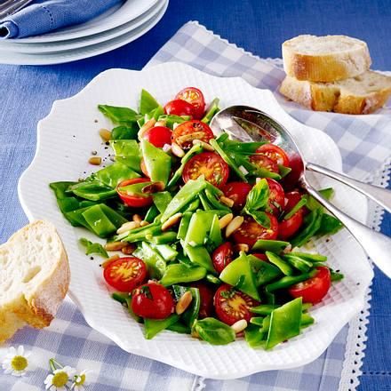 Zuckerschotensalat mit Tomaten und Pinienkernen Rezept