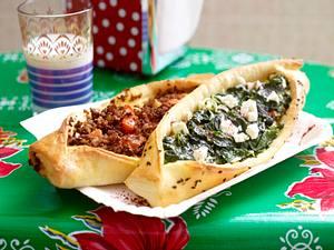 Zweierlei Pide mit Spinat und Feta sowie Tomate und Rinderhack Rezept