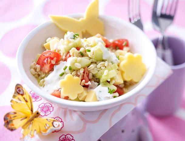 Zwergenbrötchen-Salat mit Käseblumen Rezept