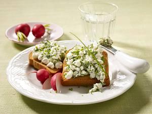 Zwieback mit Kräuter-Hüttenkäse Rezept