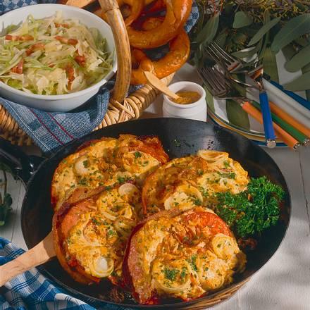 Zwiebel-Fleischkäse mit Senfhaube Rezept