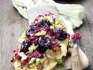 Zwiebel-Focaccia-Brote mit marinierten Trockenpflaumen Rezept