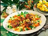 Zwiebel-Frikadellen auf Gemüse  Rezept