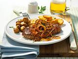 Zwiebel-Steaks mit Bratkartoffeln Rezept