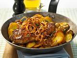 Zwiebel-Steaks zu Champignons und Bratkartoffeln Rezept