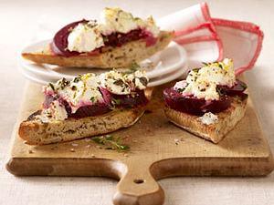 Zwiebelbaguette mit Roter Bete und Ziegenfrischkäse Rezept