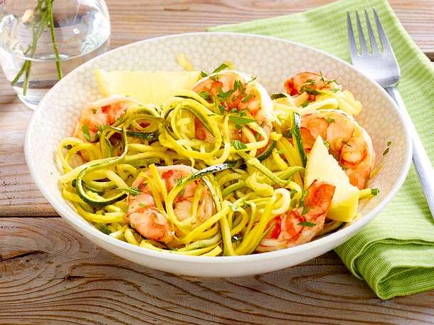 Sommergerichte Zucchini : Zucchininudeln mit garnelen rezept lecker