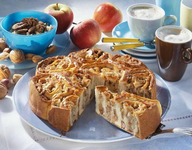Rosetten Torte Mit Nuss Apfel Marzipan Fullung Rezept Lecker