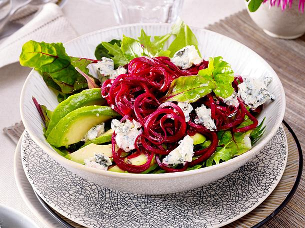 Salat mit Rote-Bete-Spiralen Rezept | LECKER