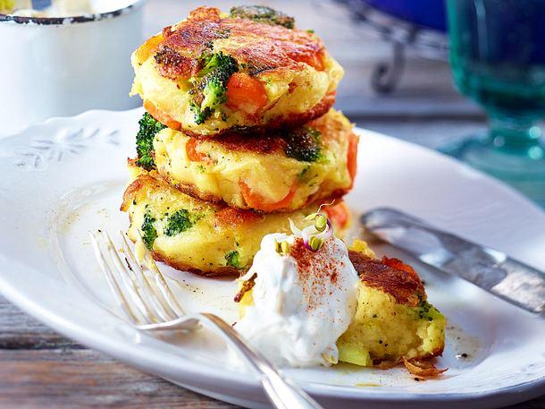 Kartoffelbuletten mit Sprossenquark Rezept | LECKER