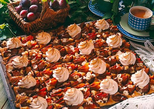 Pflaumen Nuss Kuchen Mit Zimtbaiser Rezept Lecker