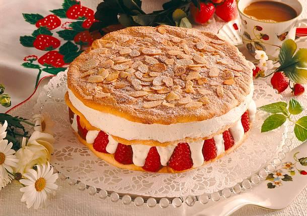Geschichtete Erdbeer Vanille Sahne Torte Rezept Lecker