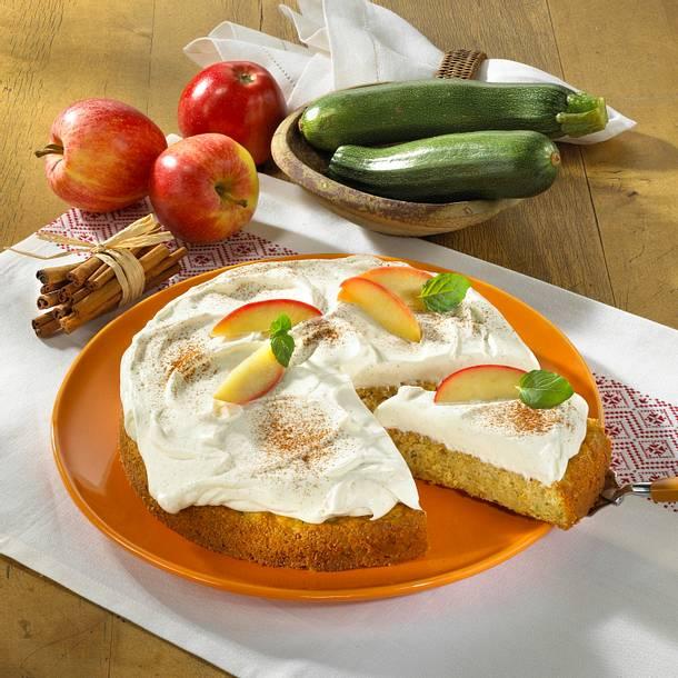 Zucchini Zimt Kuchen Mit Apfeln Und Quarkcreme Rezept Lecker