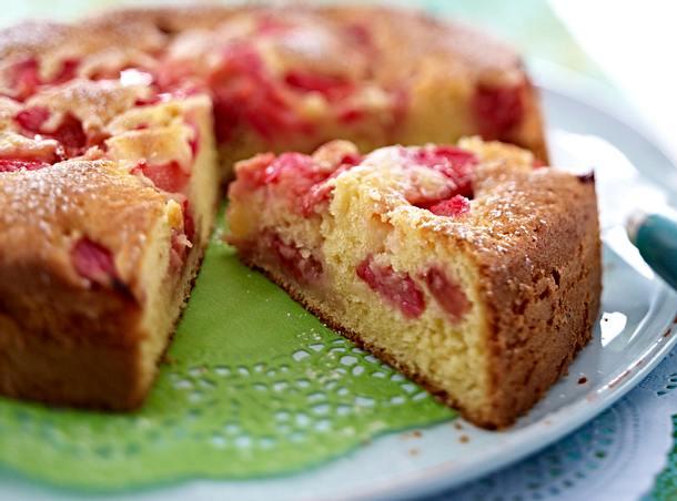 Fruchtiger Joghurtkuchen Mit Rhabarber Und Erdbeeren Rezept Lecker