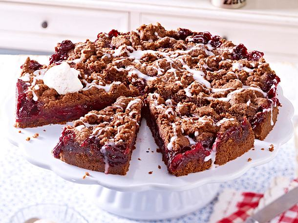 Schokoladen Streusel Kuchen Mit Kirschen Rezept Lecker