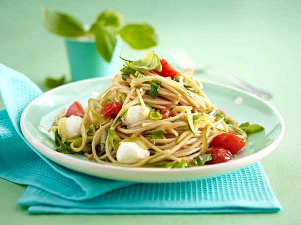 Schnelle Tomaten-Zucchini-Spaghetti Rezept | LECKER