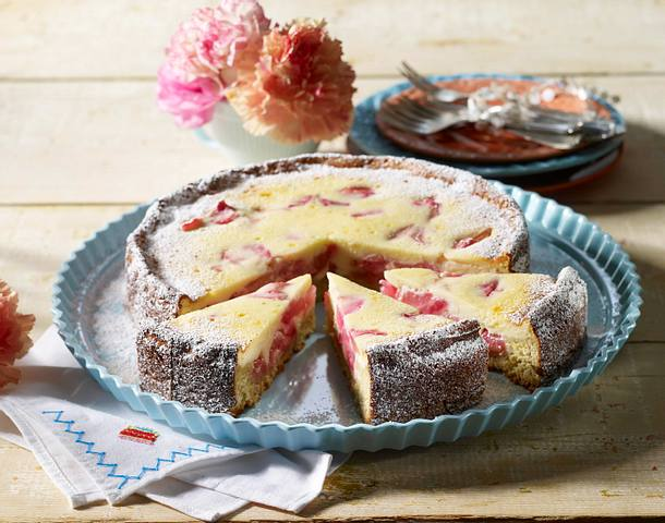 Rhabarber Kuchen Mit Quark Eier Sahne Guss Rezept Lecker