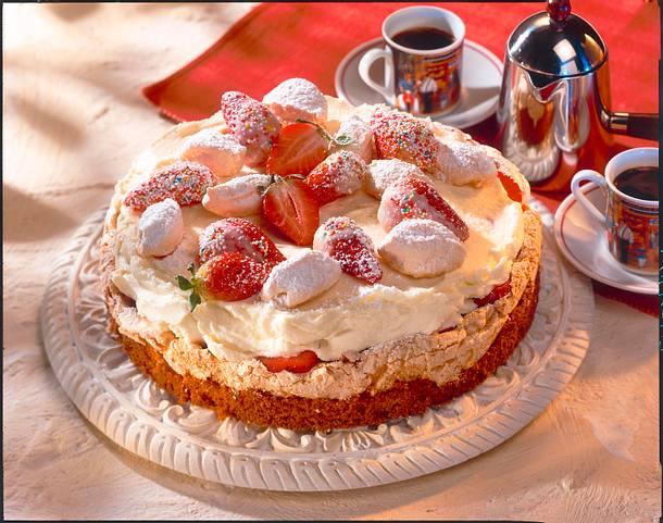 Erdbeer Mascarpone Torte Mit Baiser Rezept Lecker