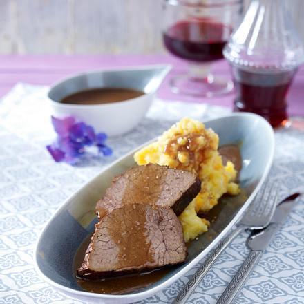 """""""Hutspot"""" (Kartoffel-Möhren-Zwiebel-Püree) mit Rindfleisch in Rotweinsoße Rezept"""