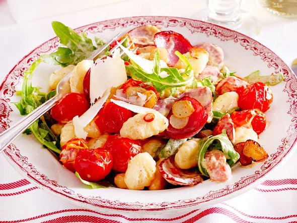 20-Minuten-Gnocchi mit Kabanossi und Knusperknobi Rezept