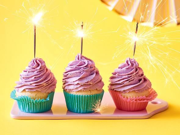 Beschwipste Prosecco-Cupcakes mit Heidelbeer-Frosting Rezept