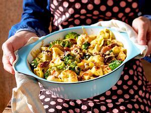 """""""Ihh, Brokkoli""""-Auflauf mit gekochtem Schinken und Pekannüssen Rezept"""