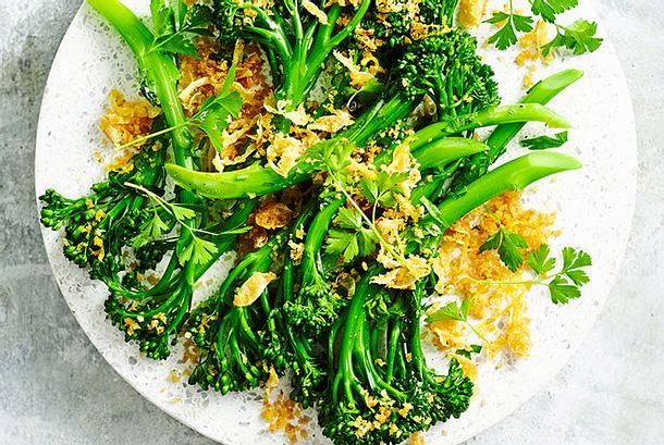 Brokkolini mit Röstzwiebeln Rezept
